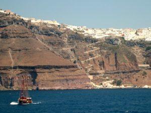 Zicht op Santorini vanaf de zee