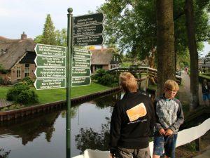 Wegwijzers in Giethoorn