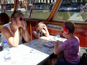 bleu boat luisteren naar rondleiding