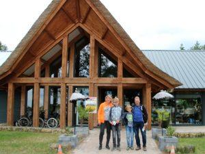 Bij de ingang van Taman Indonesia