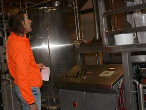 we bekijken de bierbrouwerij