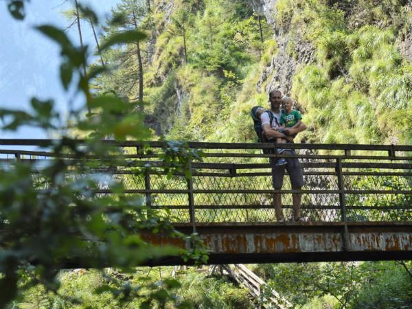 Op een bruggetje bij de Lammerklamm