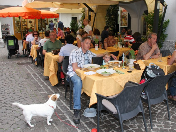 lunchen op terras in Brixen