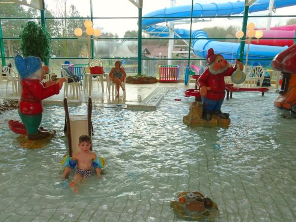 De glijbaan in het kabouterbad is ook leuk!