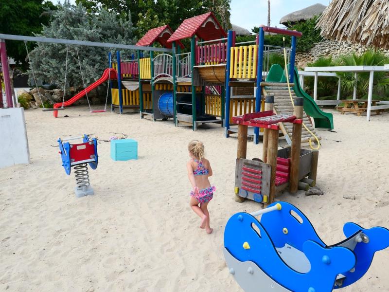 Speeltuin op Mambo Beach Curacao