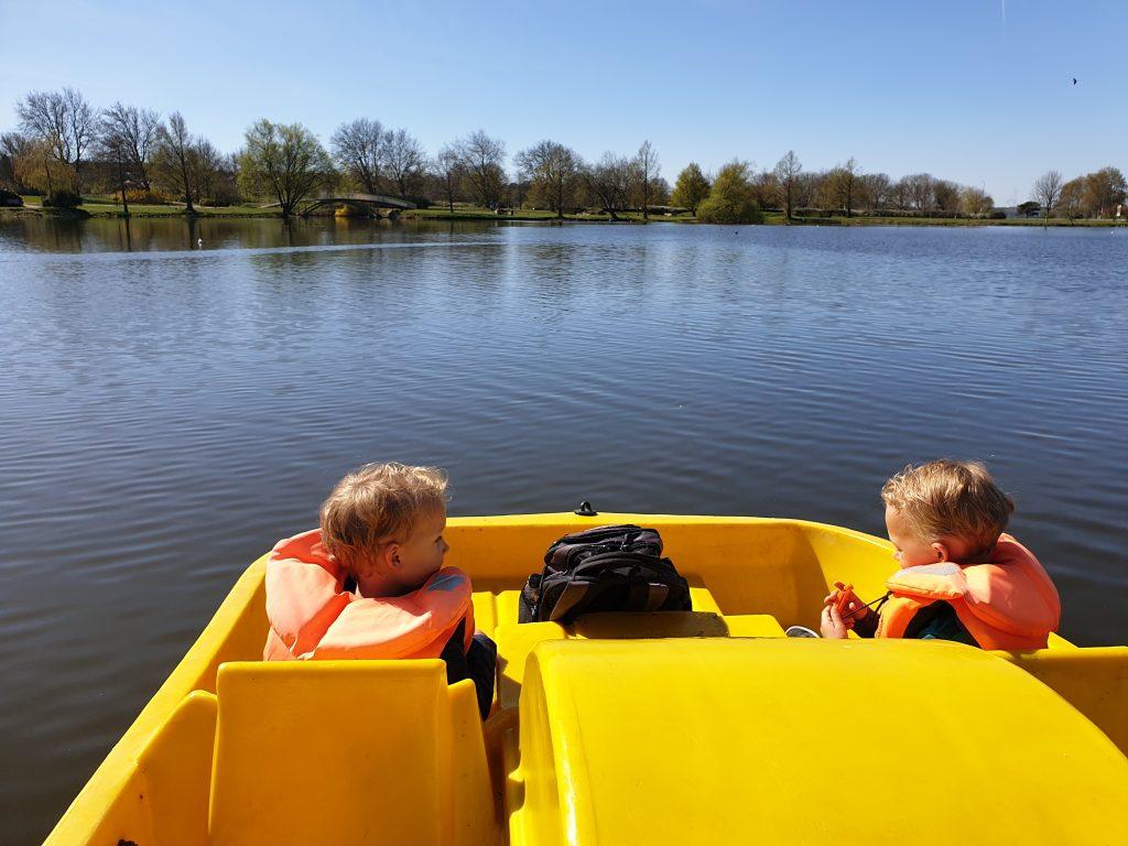 Kinderen voorop de waterfiets