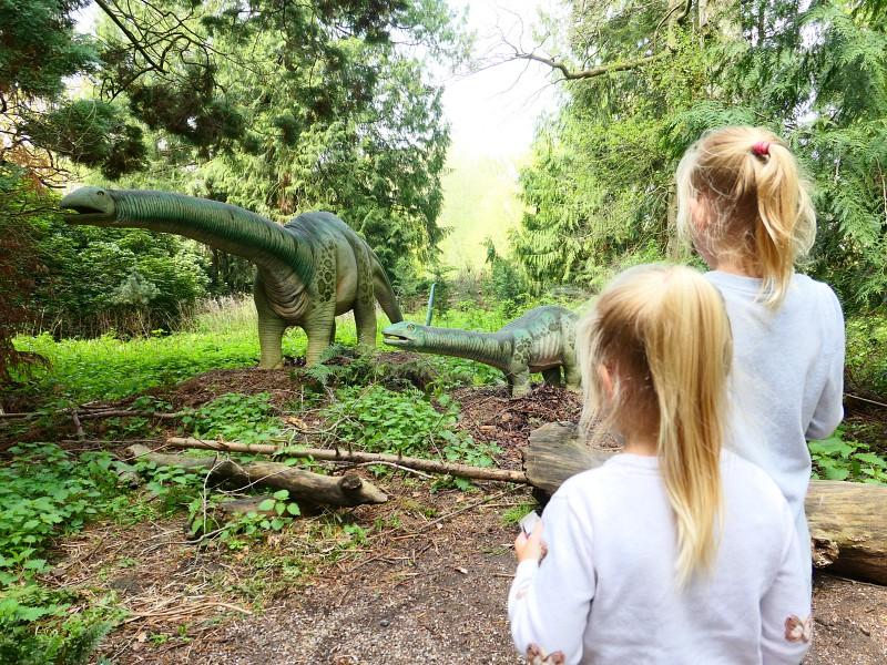 Een hele belevenis om tussen de dinosaurussen te lopen