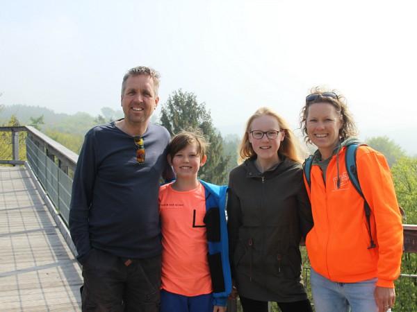 Het gezin van Liane op de uitkijktoren