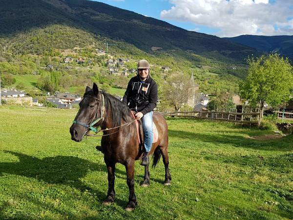 Patrick te paard bij Hípica Peufort in Sort