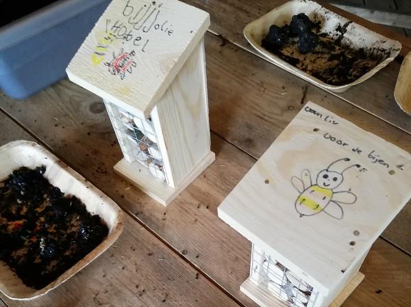 Oerrr insektenhotel gemaakt door kinderen