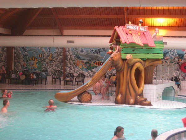 Zwembad glijbaan van Landal Rabbit Hill