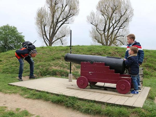 Kanon bij Slot Loevestein