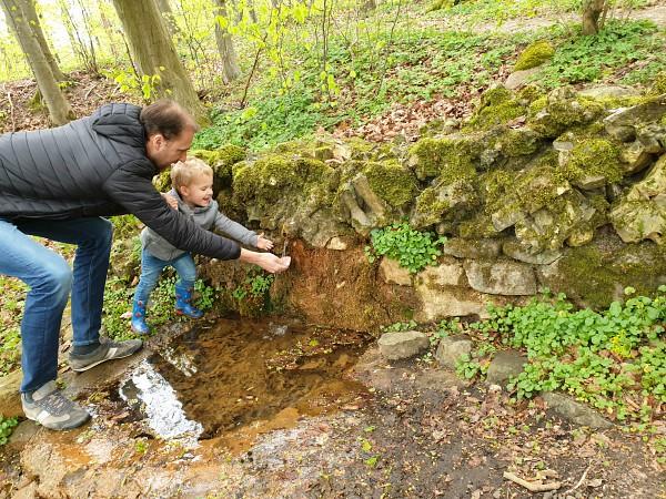 Water drinken bij Alf's spring