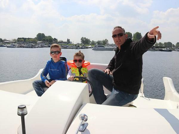 De buitenstuurhoek op de boten van jachthuren.nl