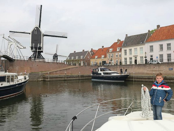 In de oude haven van vestingstad Heusden