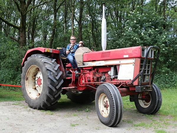 Een dagje op pad met de trekker van Boerenbed De Lange Weide.