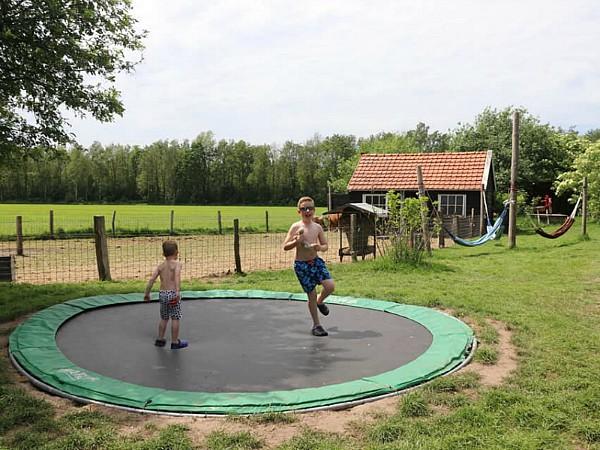 Lekker spelen en springen bij Boerenbed!