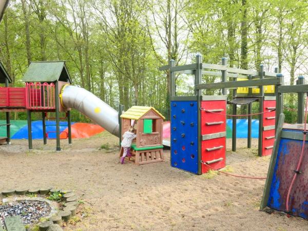 Op camping Nysted kunnen de kinderen lekker spelen in de speeltuinen