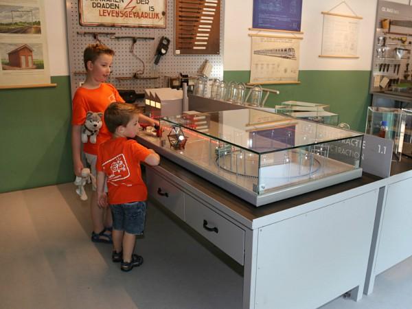In het Tech Lab van het Spoorwegmuseum valt van alles te ontdekken door kinderen.