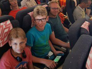 In het vliegtuig naar Madagascar
