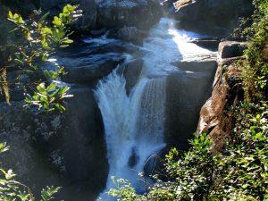 De waterval langs de weg bij Ranomafana