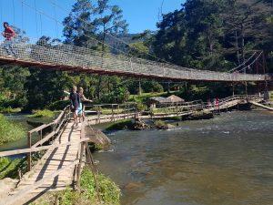 De oude en de nieuwe brug in Ranomafana