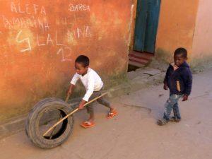 Spelende kinderen in Fiananrantsoa